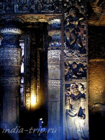 Барельефы на колоннах