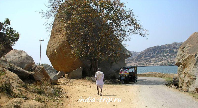 Рикша на берегу озера