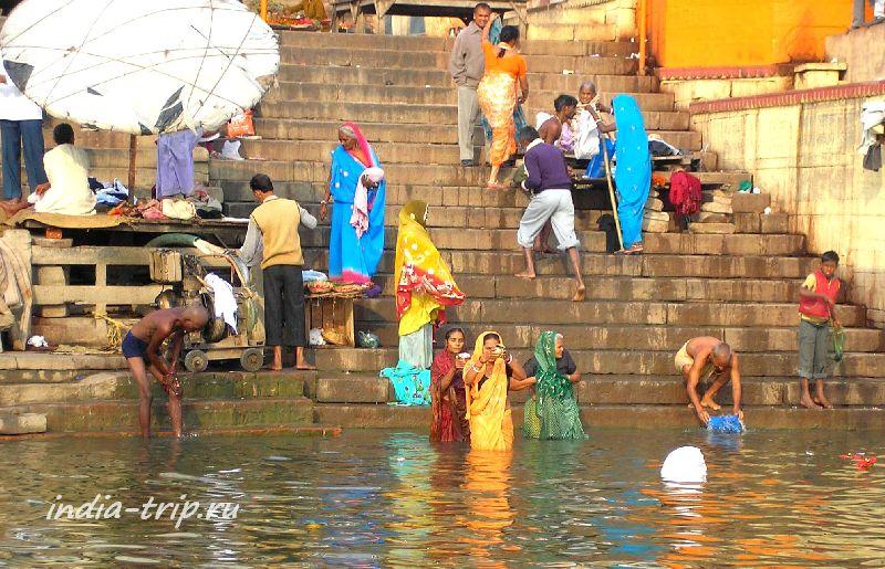 Утренние молитвы на Ганге