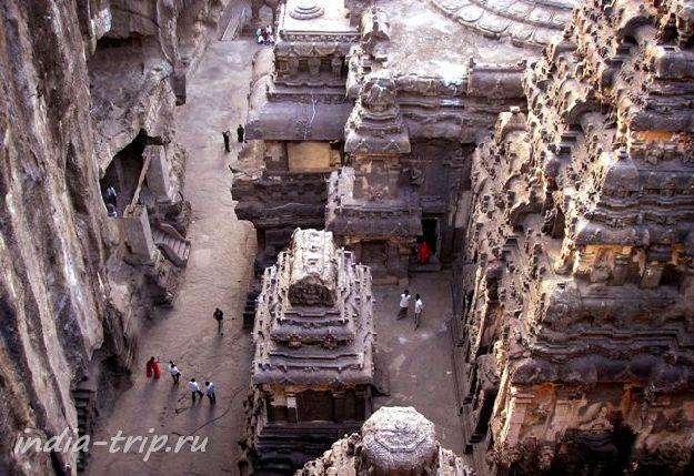 Вид сверху на храм Кайласанатха