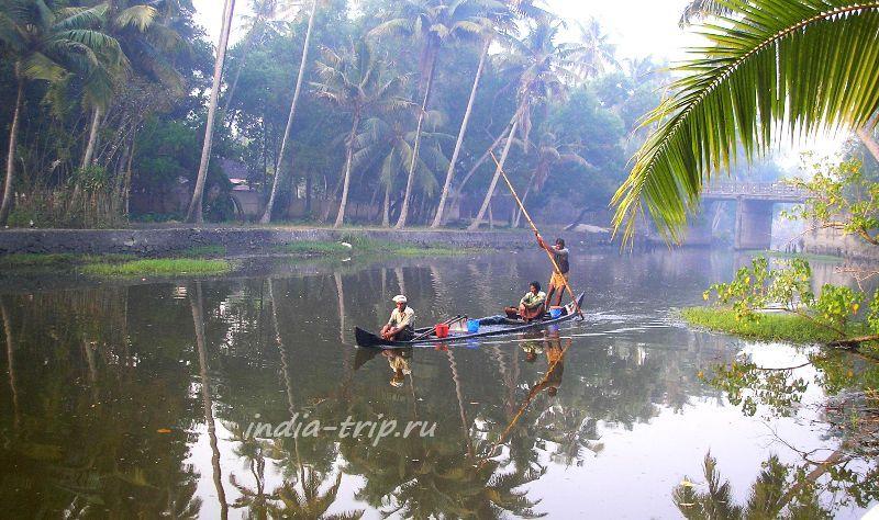 Местные жители в лодке