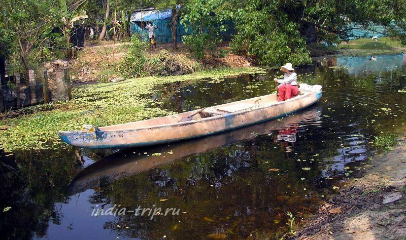 Бэквотерс в Керале - на деревянном каноэ