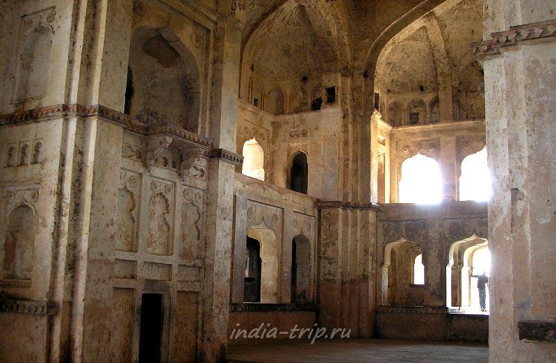 Внутри храма Чатурбхудж