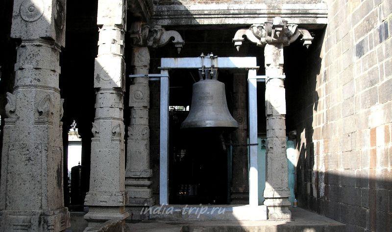 Колокол в храме Шивы Натараджи