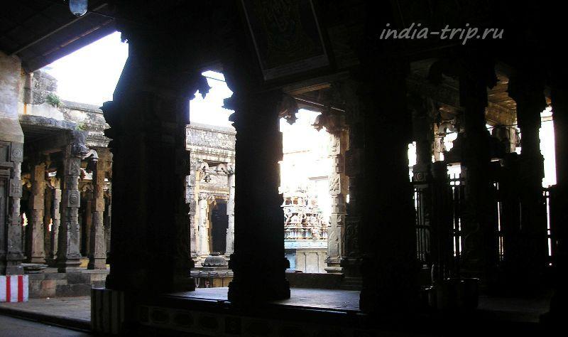 Колонны храма Шивы-Натараджи