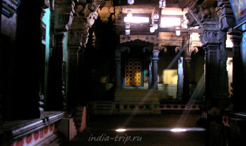 Один из алтарей храма Шивы Натараджи в Чидамбараме