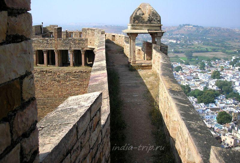 Прогулка по крепостной стене