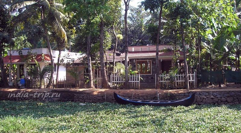 Штат Керала. Берег канала