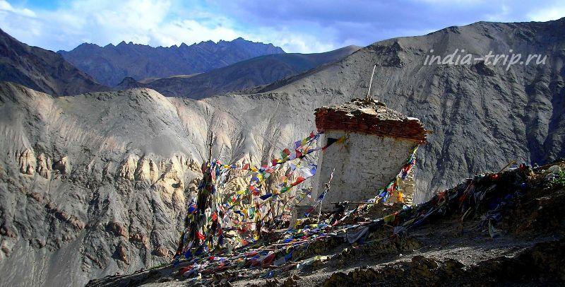 Тибетские флажки в Гималаях