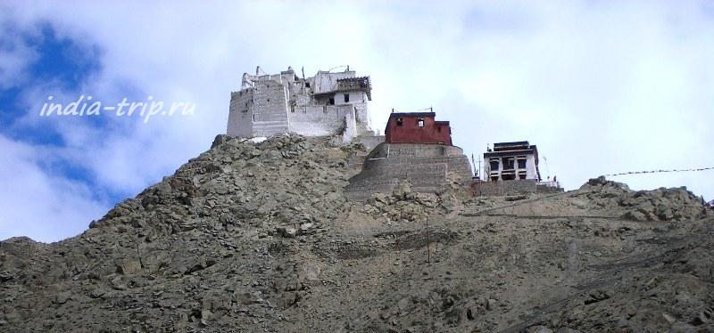 Гомпа на вершине горы