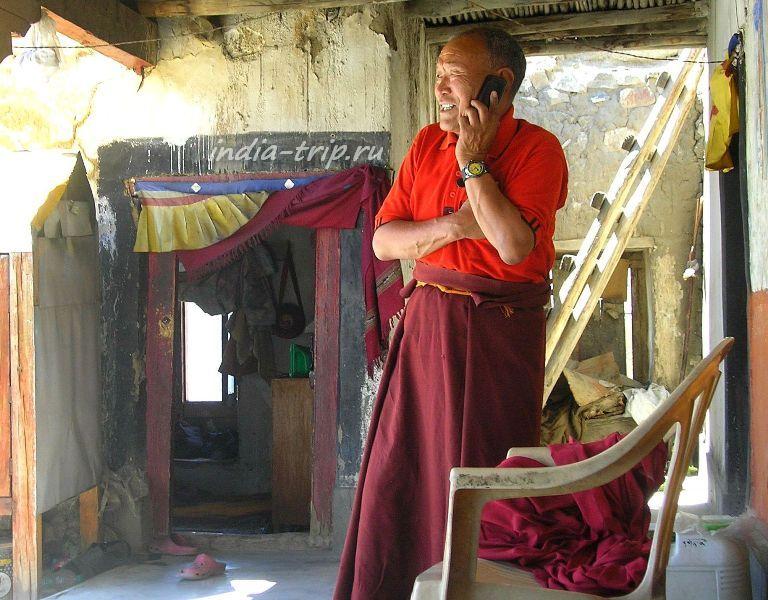 Монах - смотритель храма в Сома гомпе