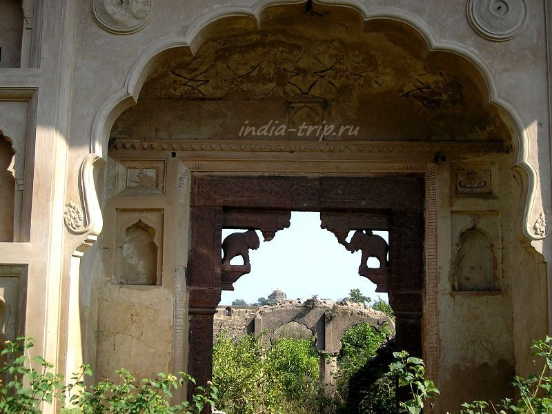 Заросшие храмы