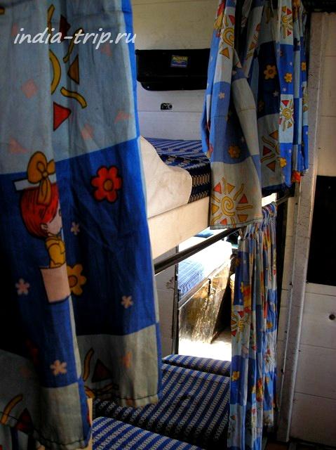 Спальный автобус внутри