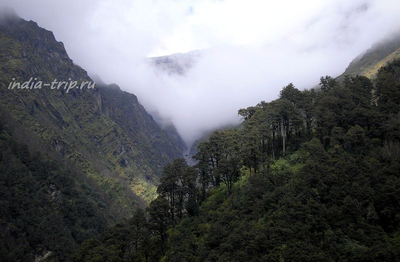 Горы и облака над Ямунотри