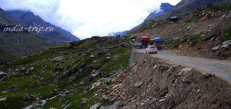 Автомобили на горной дороге