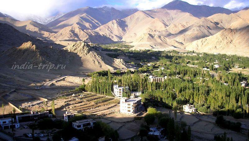 Вид сверху на Лех и горы