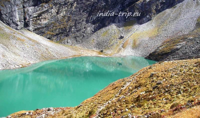 Цвет воды - красивый зеленый