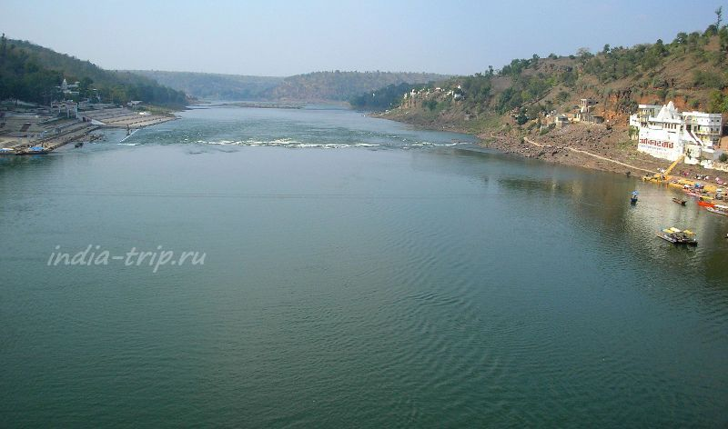 Река Нармада возле города Омкарешвар