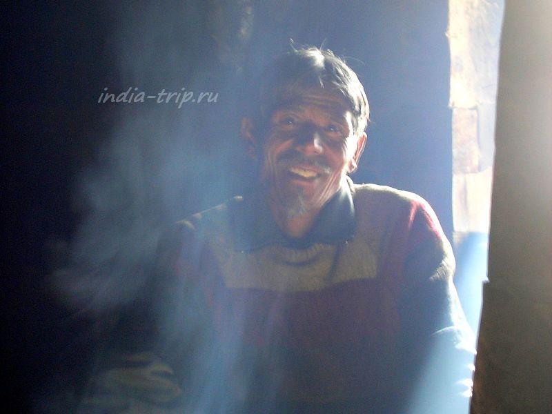 Улыбающийся непалец Ташвир