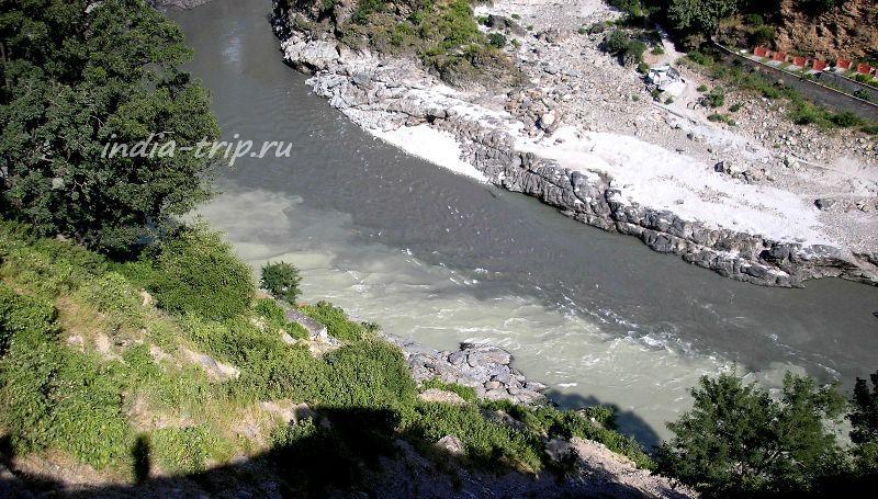 Вид сверху на границу двух рек