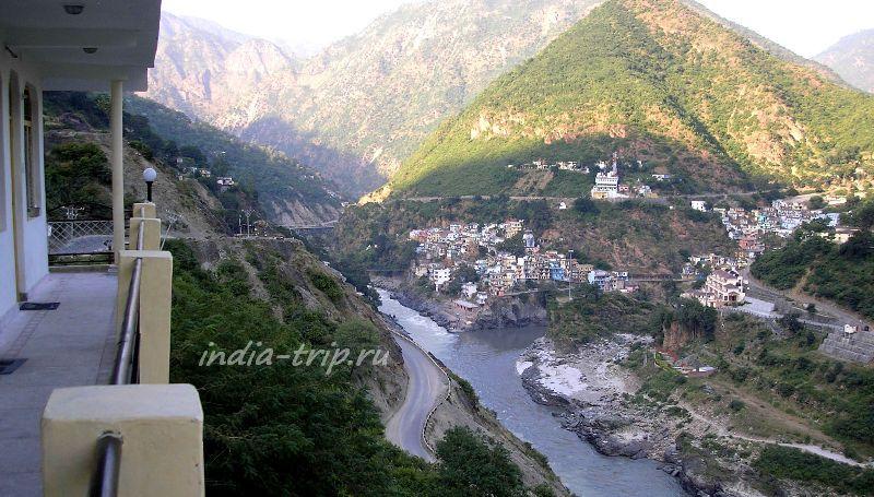 Вид из отеля на слияние рек