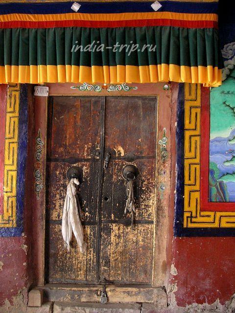 Дверь храма