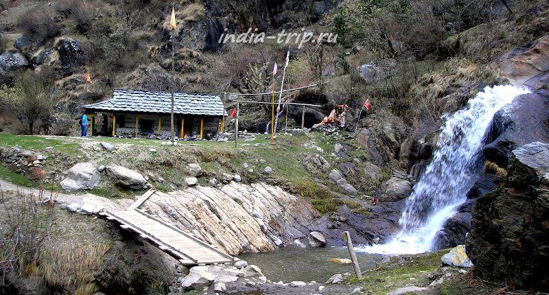Водопад и домик