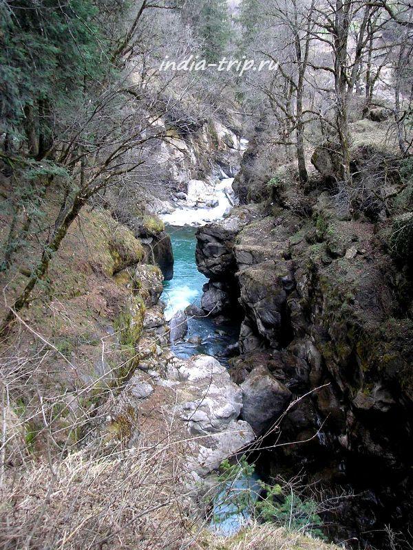 Бирюзовая вода реки Парвати