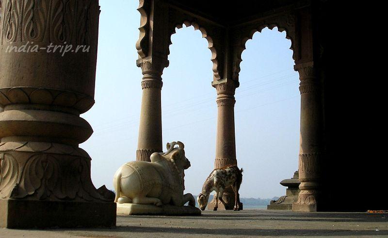 Храм в Махешваре на берегу Нармады