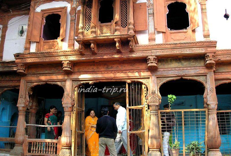 Храм на улице Махешвара