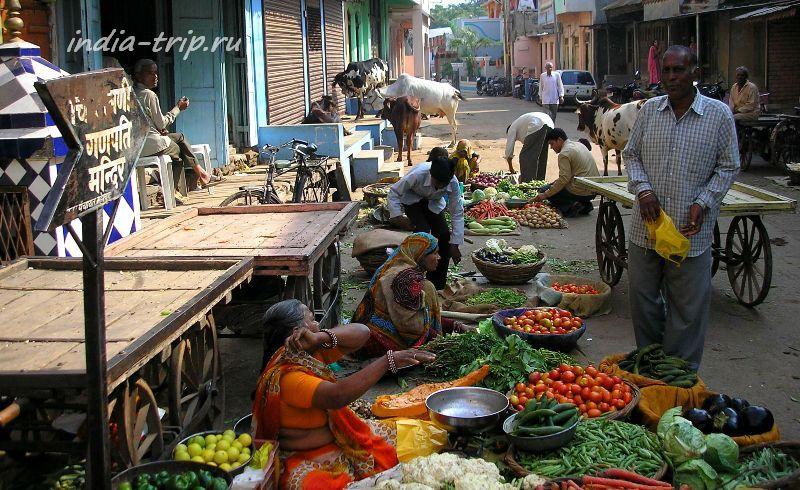 Продажа фруктов-овощей на улице