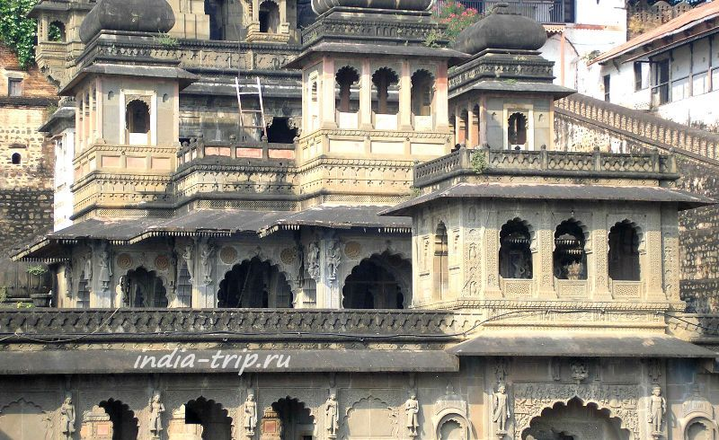 Дворец и храмы