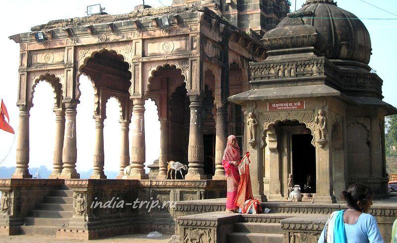 Храм на берегу Нармады