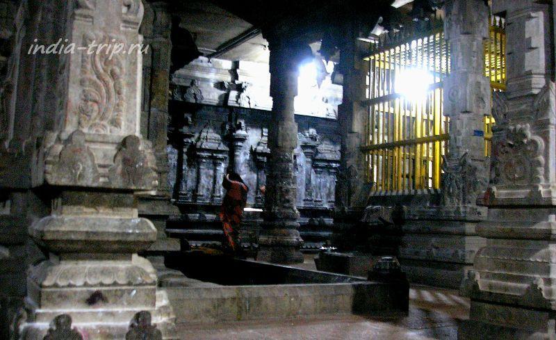 Внутри храма Раманатхасвами (Рамалингешвара)
