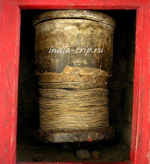 Внутренности молитвенного барабана