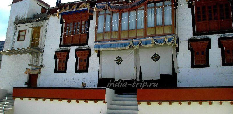Сток. Дукханг - главный молитвенный зал