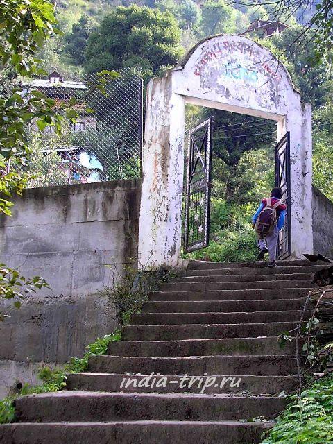 Лестница, ведущая к школе Вашишта