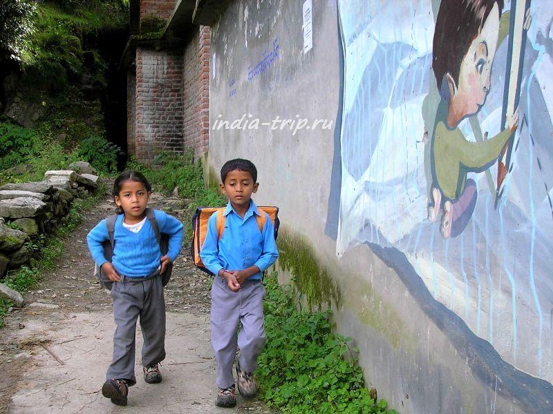 Школьники деревни Вашишт (Васишт)