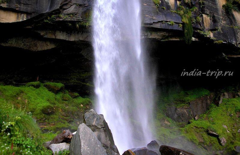 Грот водопада Yogini waterfall
