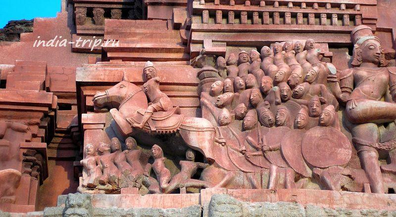 Барельеф на стене храма
