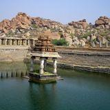 Водоем и руины Хампи