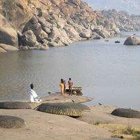 Хампи и река Тунгабхадра