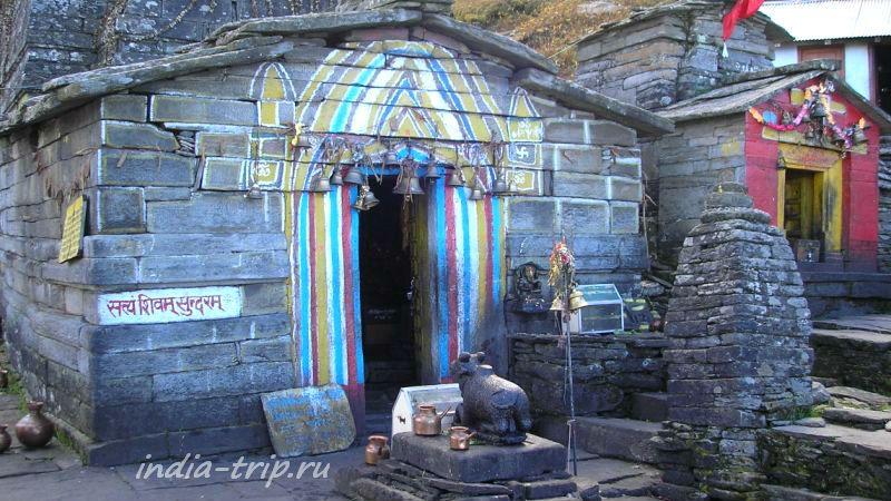 Бык Нанди перед храмом Тунгнат