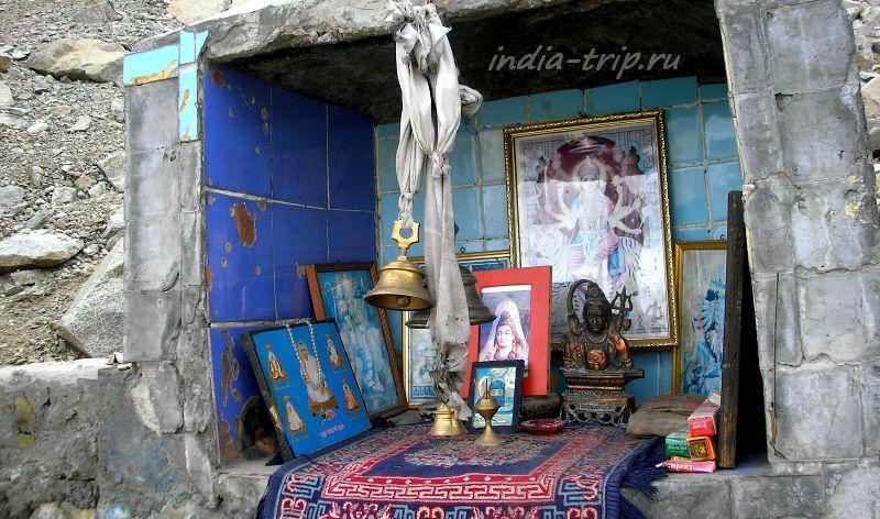 Индуистский алтарь на перевале