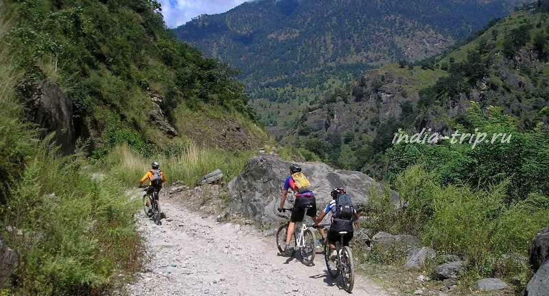 Три велосипедиста в горах