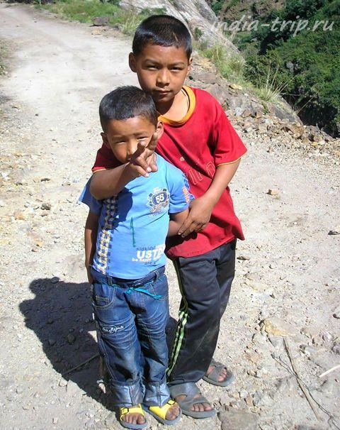 Непальские детишки