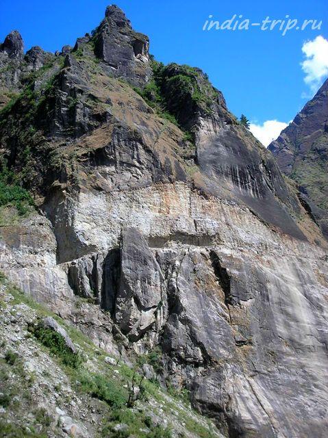 Дорога в скале