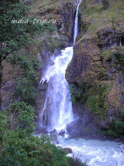 Водопад на треке Аннапурны