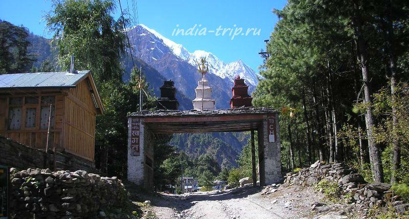 Непал, ворота в Чаме