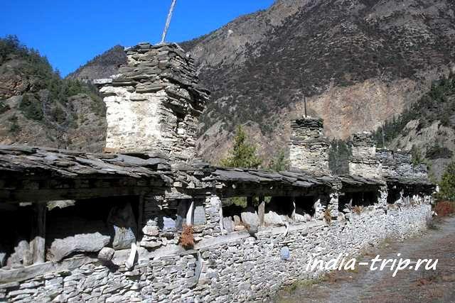Непал, стена мани